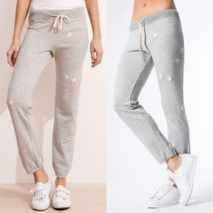 Sundry daisy embroidered sweatpants joggers Small